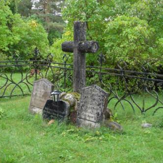 Nõva viimase mõisaproua haud Nõva kalmistul